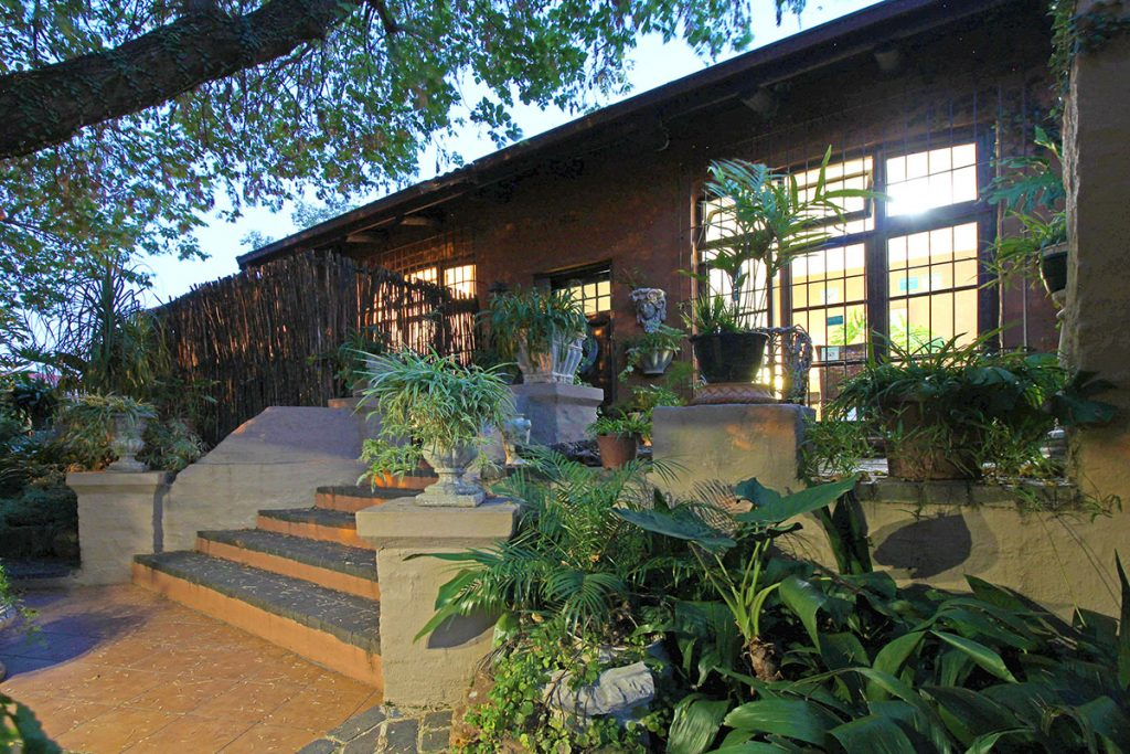 Uxolo Guesthouse accommodation Johannesburg