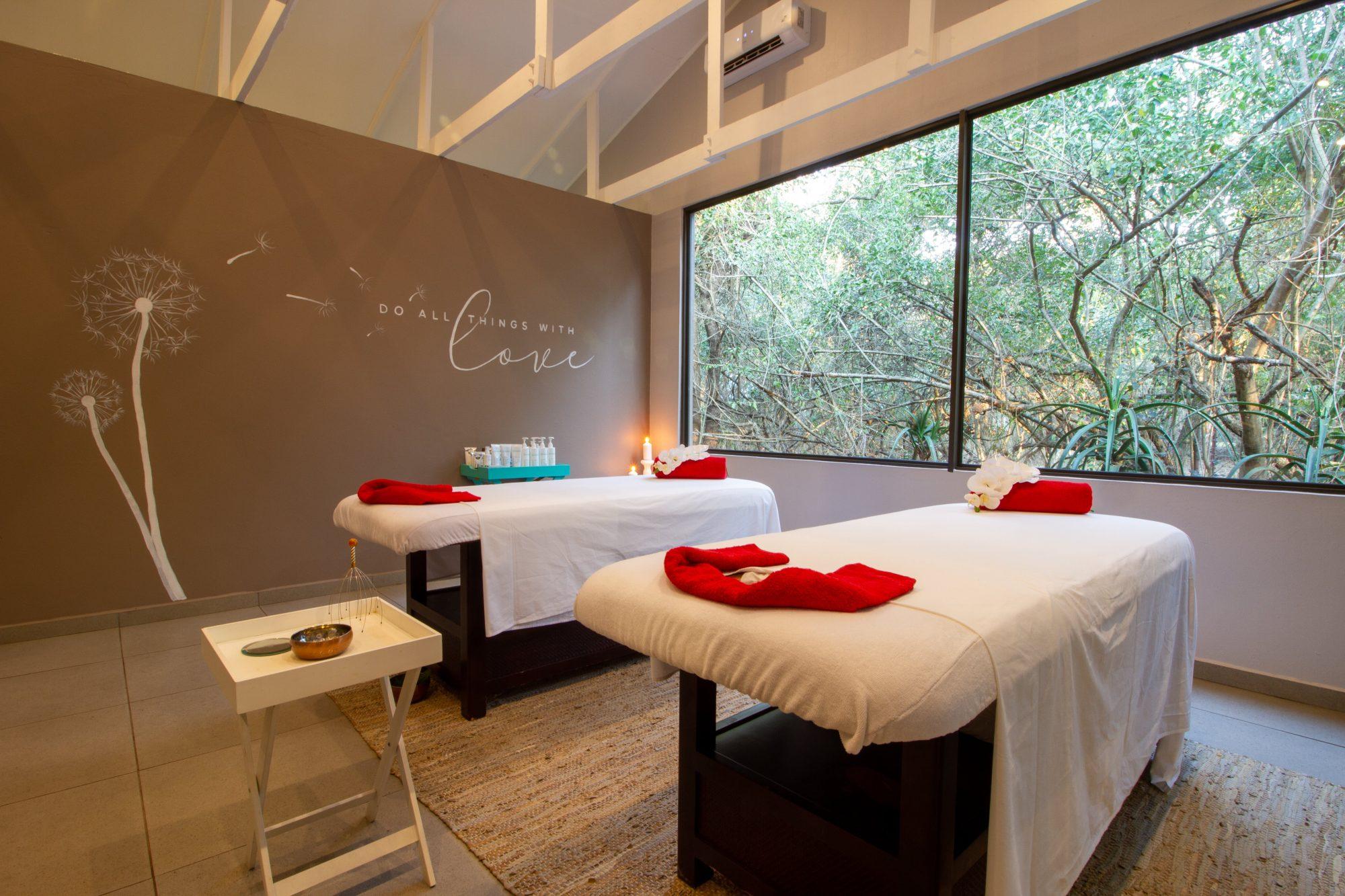 Emdoneni Lodge with Cheetah Project & Spa - KwaZulu-Natal -Hluhluwe
